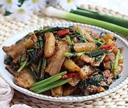 超好吃美味的茼蒿土豆炒五花肉的做法
