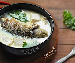 奶白通乳鲫鱼汤-让汤色奶白的好方法#非常规创意吃鱼法#的做法