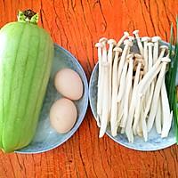 低脂美味的丝瓜菌菇鸡蛋汤的做法图解1