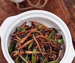 干煸茶树菇扁豆的做法