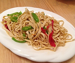 双椒炒豆腐丝的做法