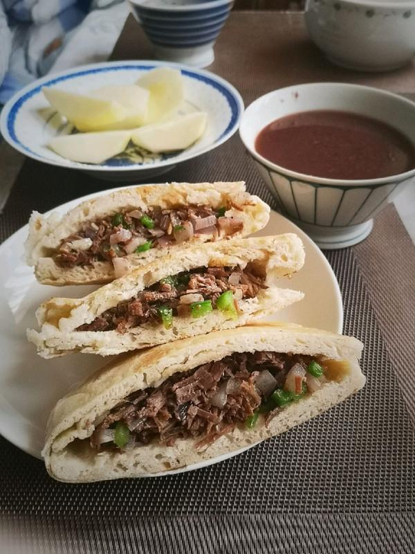 肉夹馍(青椒洋葱牛肉)的做法