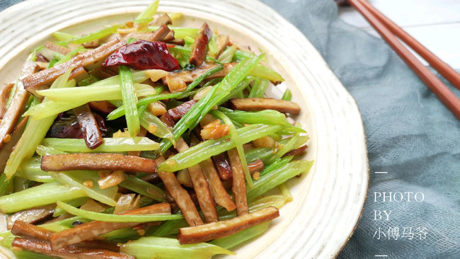 芹菜炒香干#父亲节,给老爸做道菜#的做法