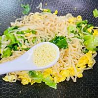#太太乐鲜鸡汁芝麻香油#鸡蛋炒乌冬面的做法图解15