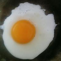 煎荷包蛋的做法图解1