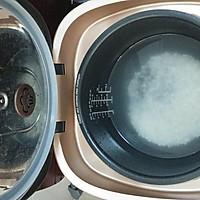 【桂圆红枣养生粥】的做法图解3
