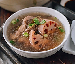 莲藕排骨汤 | 一碗鲜美的暖汤的做法
