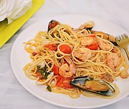 简单的无酱料的正宗意大利海鲜意面的做法