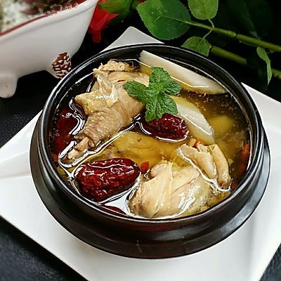 山药红枣炖鸡汤(补气血)