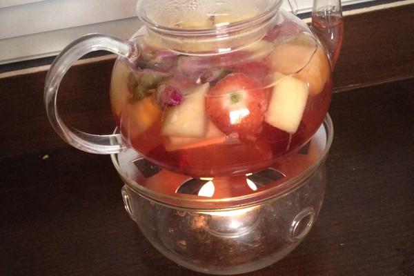 花香四溢---玫瑰水果茶的做法