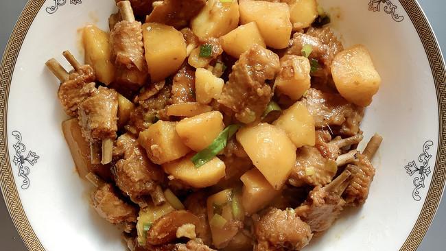 鸭翅炖土豆的做法