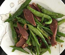 腊肉炒辣椒的做法