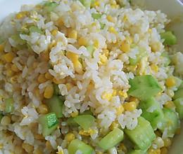 米饭的百变大咖秀之鸡蛋黄瓜玉米炒饭的做法