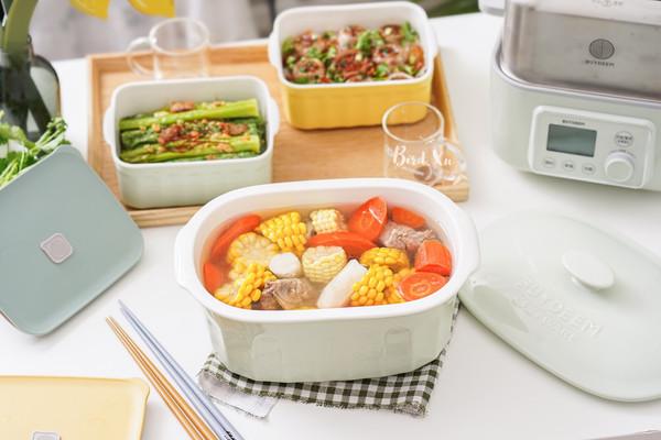 胡萝卜玉米山药猪骨汤+蒜蓉蘑菇粉丝+蒸春菜