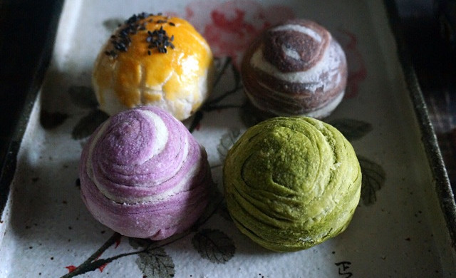 四种味道的蛋黄酥皮月饼—花好月圆,情谊绵绵