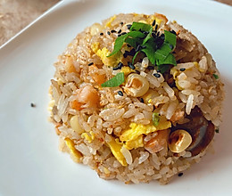 虾仁腊肠玉米炒饭的做法