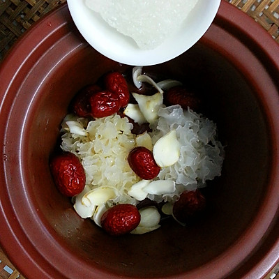 美丽尤物--银耳红枣羹的做法 步骤8