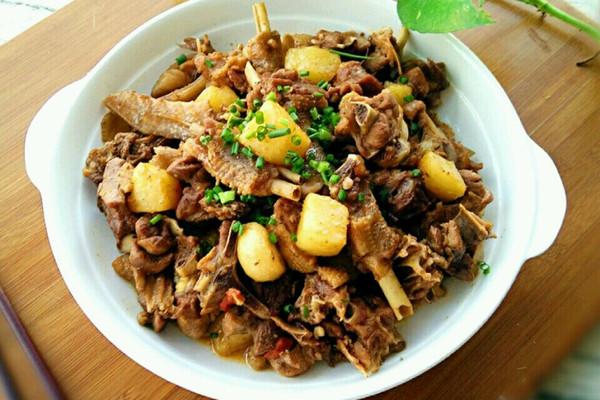 土豆枸杞烧鹅块的做法