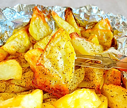 #餐桌上的春日限定#烤薯角,黑胡椒烤薯角!追剧必备好吃到飞!的做法