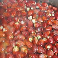 桃花草莓酿的做法图解3