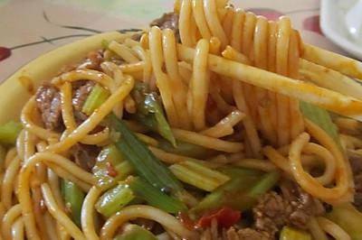 新疆家常饭——牛肉炒米粉