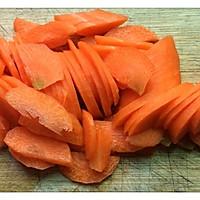 爆炒胡萝卜炒牛肉片(孕妇、爱美人士美容养颜优质蛋白餐)的做法图解2