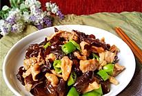 延缓衰老:木耳香菇肉片的做法