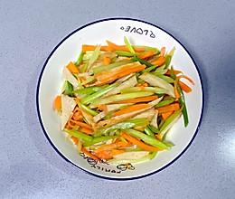 【孕妇食谱】鱼饼炒西芹,清淡脆爽、营养丰富~的做法