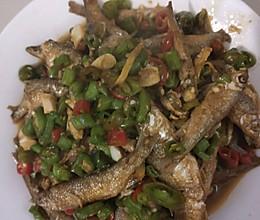 鲜椒小河鱼的做法