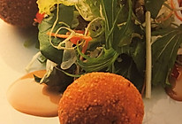 芋头虾肉可乐球的做法