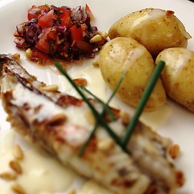 曼步厨房 - 香煎安康鱼配番茄沙拉