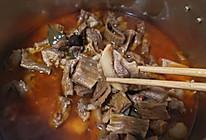 糍粑辣椒烧牛肉,吃完了汤用来下面和粉的做法