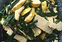 韭菜炒黄豆腐的做法