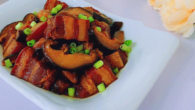 香菇炖猪肉的做法