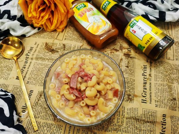 鸡汁芝麻油火腿粒意粉的做法