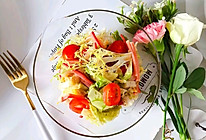 #换着花样吃早餐#油醋汁红肠拌杂蔬的做法