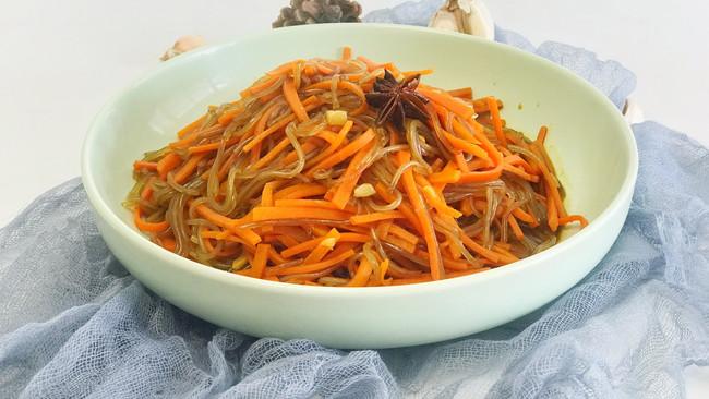 胡萝卜炒粉条想好吃,这3种料不可少,有了它们,大厨吃了都说香的做法