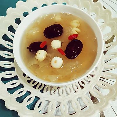 滋阴安神---红枣银耳莲子汤