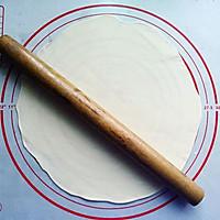 【三文鱼培根薄底批萨】——E5出品的做法图解3