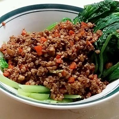 香菇肉末小白菜