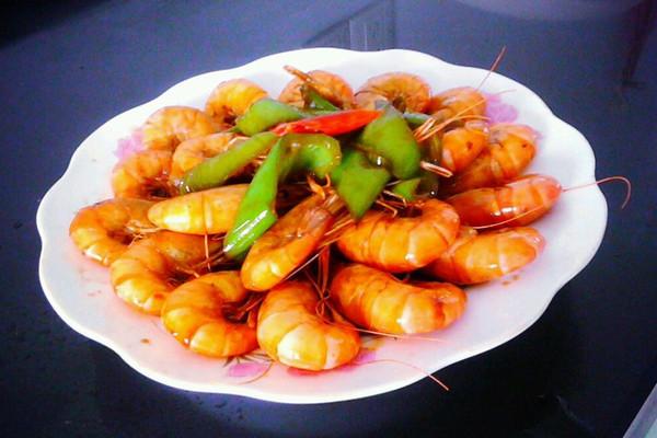 青椒河草虾的做法