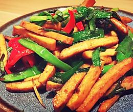 韭菜红椒炒香干的做法