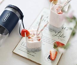 草莓奇亚籽奶昔【摩飞榨汁杯食谱】的做法