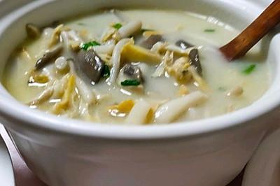 平菇、口蘑、海鲜菇、河蚌鲜美汤