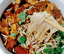 #全电厨王料理挑战赛热力开战!#电饭锅红烧牛肉面的做法