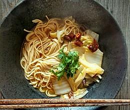 酸辣白菜汤面的做法