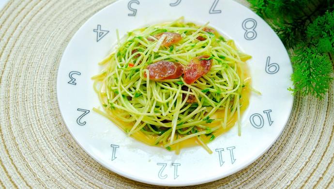 腊肠炒豌豆苗一分钟即可学会营养又低脂。