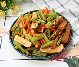 豆腐干拌芹菜的做法