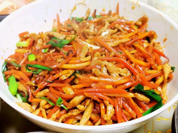 炒胡萝卜鸡胸肉丝(下饭菜)的做法