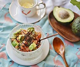 健康食谱|三文鱼牛油果拌饭,满满的健康脂香#硬核菜谱制作人#的做法